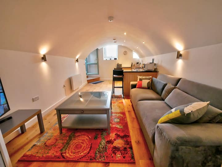 Pell Dell - Luxury Basement Apartment with garden
