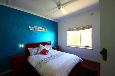 Ocean views from your bed. - Glenelg South