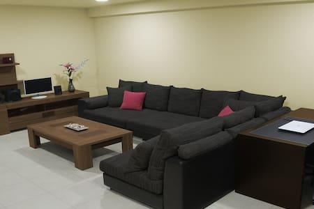 Lovely double bedroom - Vecindario - Rumah