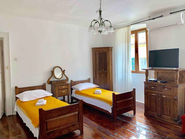 Apartment Leo 4- Old Town
