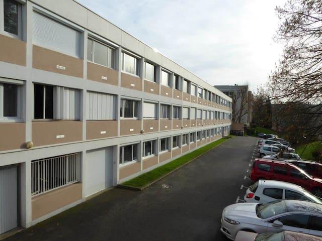 studette dans résidence verdoyante, parking dispo - Rouen - Lejlighed