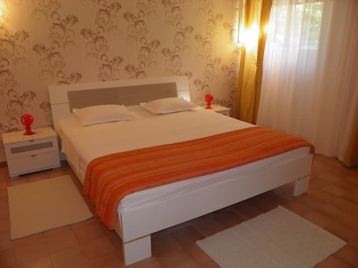One bedroom Apartment, seaside in Jelsa - island Hvar, Terrace