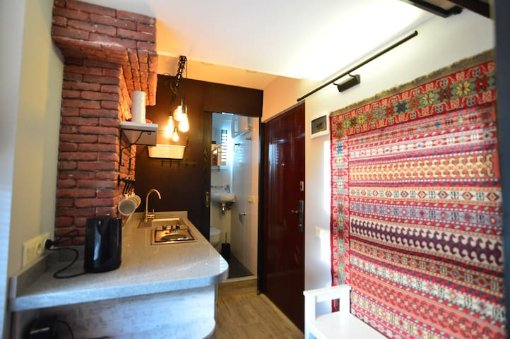 Cozy, comfy,  Abanotubani loft apartment !