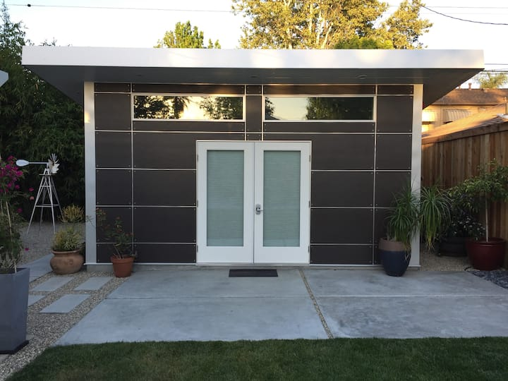 Modern Stylish Guest House with Private Entrance