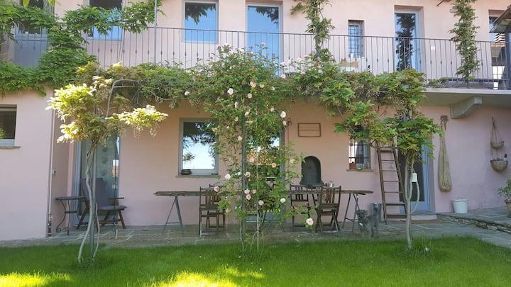 Casa di charme indipendente, giardino, vista lago
