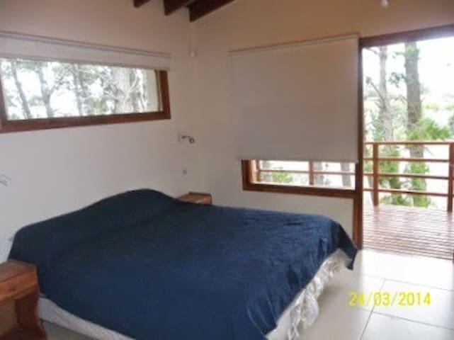 Dormitorio planta alta cama queeen