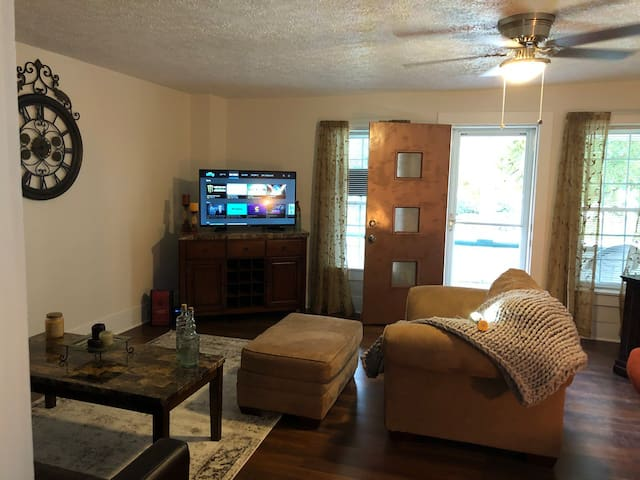 Ashland Home- Great Location & Nicely Decorated