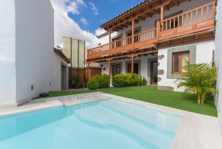 Holiday cottage private pool St. Lucía (GC0247)