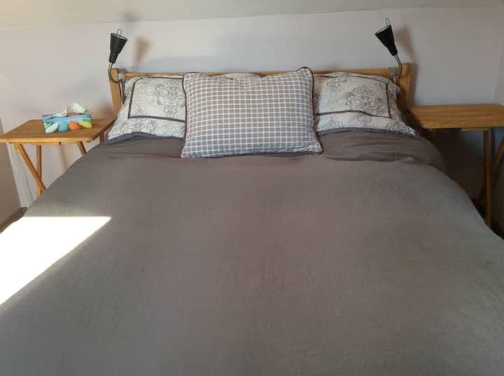 Petite chambre chaleureuse