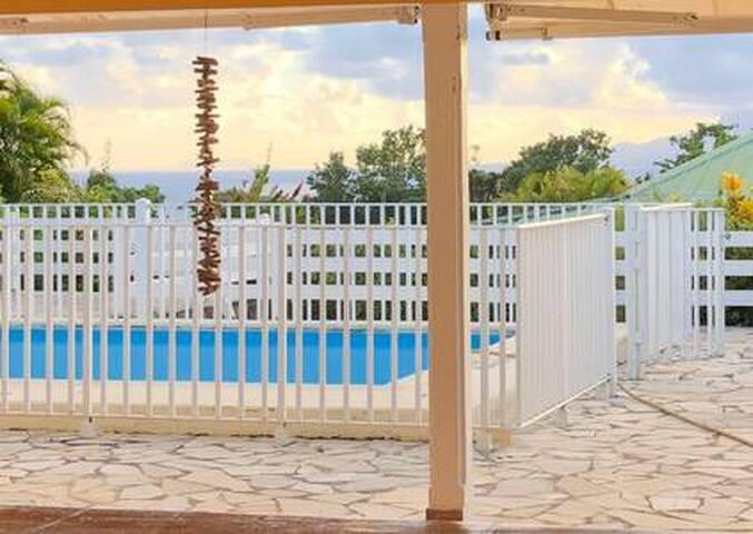 Villa Kimoha, piscine et vue mer à Mare Gaillard
