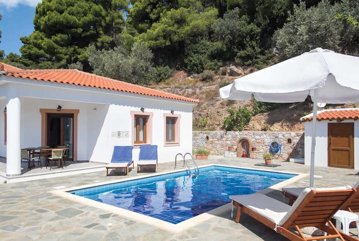 Villa with sea views,short drive to Skopelos town