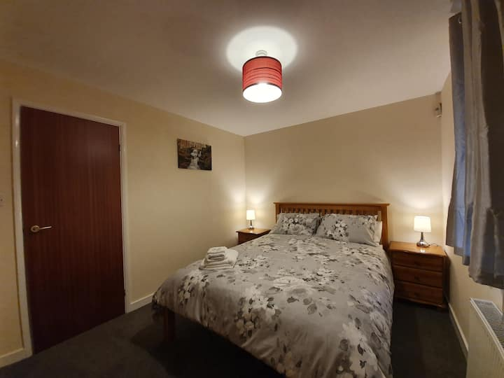Cosy one bedroom flat with secured private parking