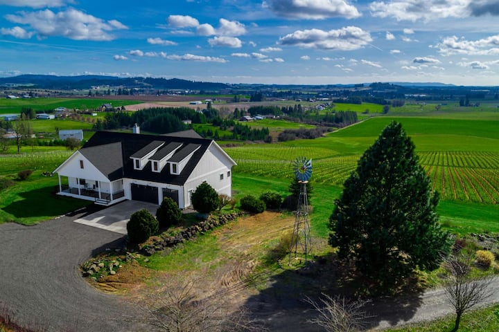 360 Degree Vineyard Views, Four Master Suites, Free Wine Tastings for Group, Ping Pong, Fire-Pit