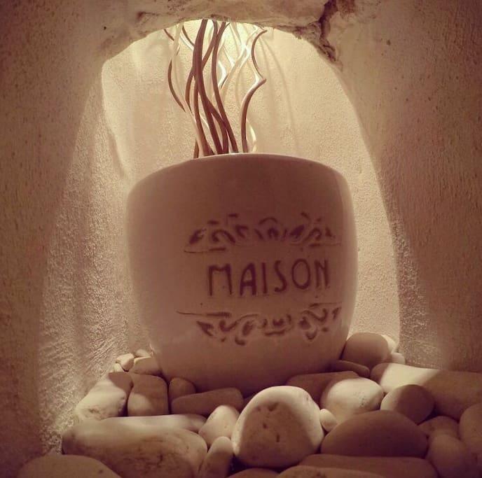 Vaso in ceramica con nome della casa