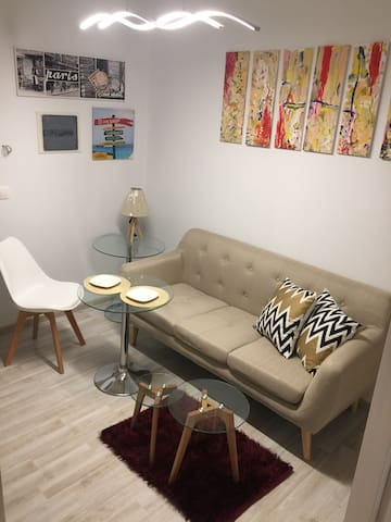 Room in shared two bedroom apartment 3 min to metr