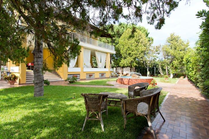 maison blanche (800mt dal mare) - Palermo - Huoneisto