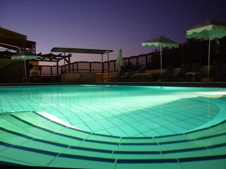Sunrise Suites | Family Apartment In Kalyves
