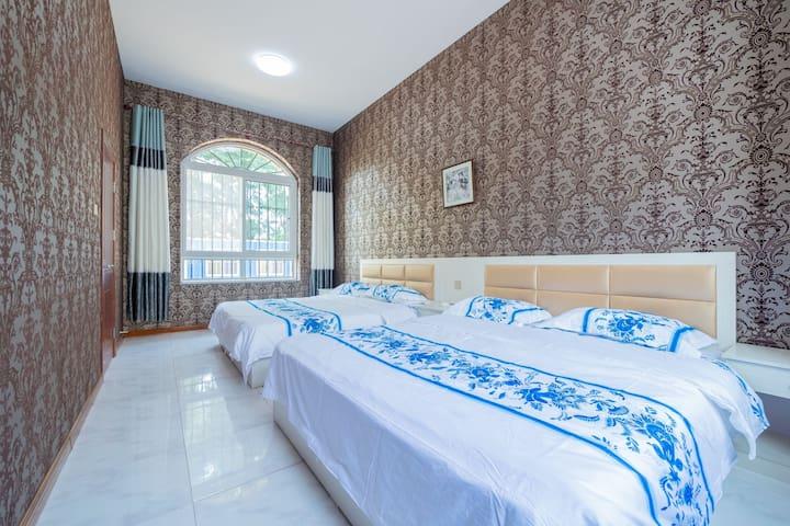 一楼大卧室,两张1.8×2米大床!!