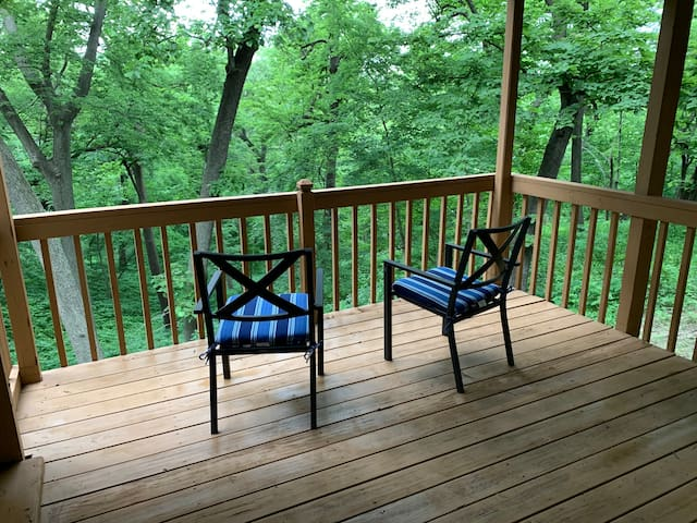 Relax in the forest! Close to Omaha & Offutt AFB!
