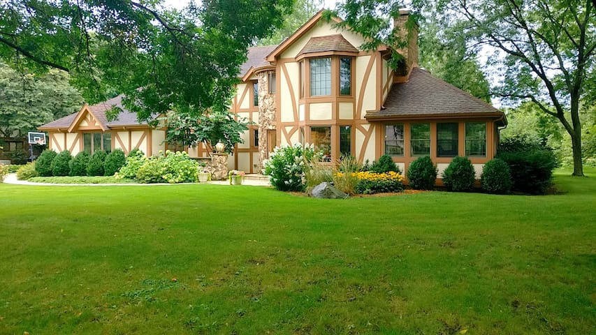 Beautiful Eco-Friendly Tudor Castle on 1 Acre!!