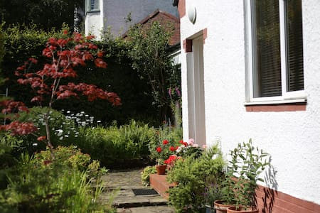 Beautiful friendly family home - Bearsden - Hus