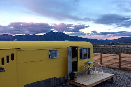 Vintage Trailer Mountain Views - Taos