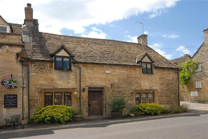 Bull Cottage, Burford Cotswolds
