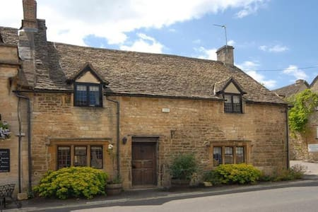 Bull Cottage, Burford Cotswolds - Burford