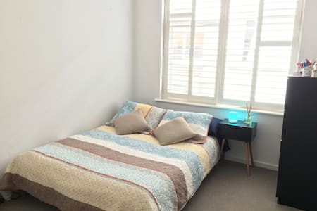 Bright and cosy apartment in Armadale - 阿瑪代爾 - 公寓