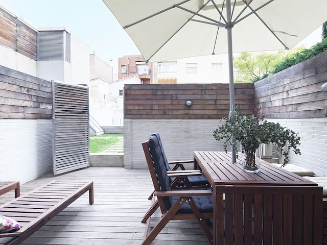 Terrace and Swimming Pool near Barcelona Center