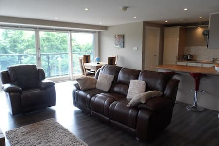 Very comfortable double room w/private en-suite!! - Glasgow - Apartamento
