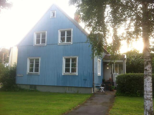 Blå huset - สตอกโฮล์ม - บ้าน