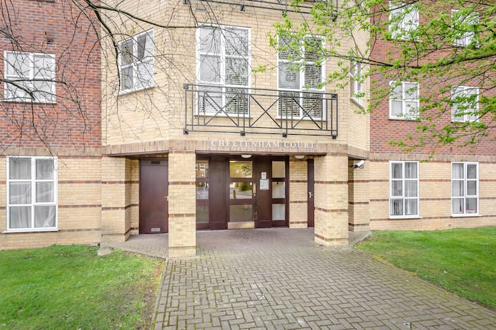 2 bed, 2 bath St Albans, Parking and WIFI