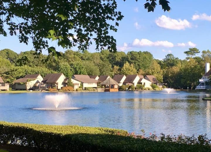 Lakefront slps 6; beach, pools, tennis, gym, view!