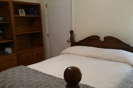 Guest Bedroom double bed - Raleigh