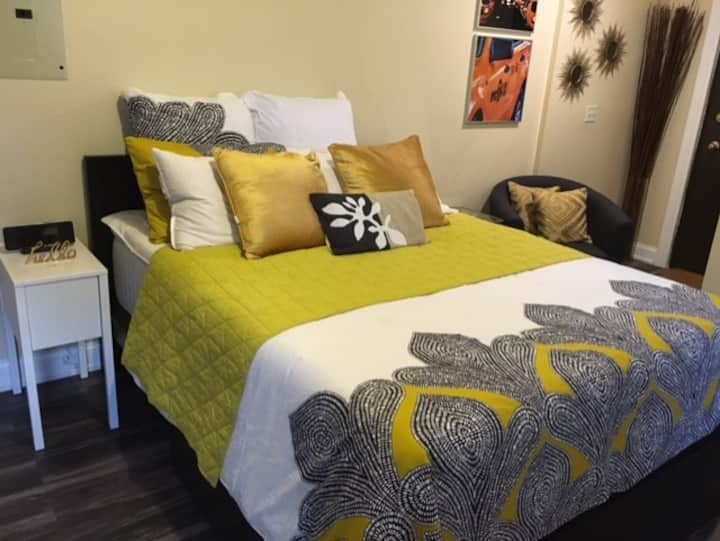 City Chic Studio/Parking for a fee- 20 min to NYC