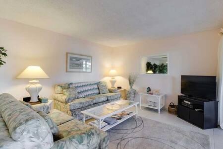 Bonita Beach 154E, Gulf Front Community, 1 Bedroom, Sleeps 3, Heated Pool