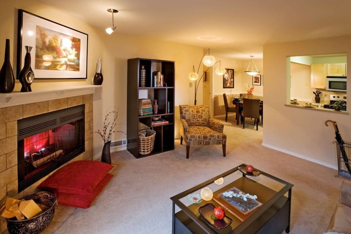 Clean, cozy place of your own   1BR in Bellevue