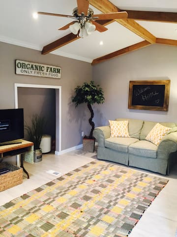 Farmers Cottage, cozy and clean!
