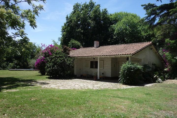 Casa quinta con parque de 5000m2 y árboles