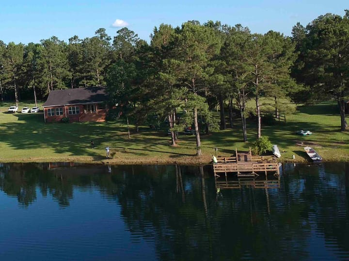 Relax, Fish, Grill at Private Lakefront Home