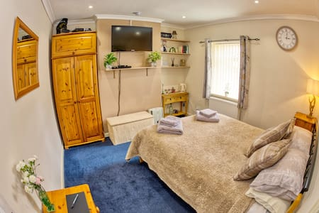Cosy room 1 in Minster Lovell, edge of  Cotswolds