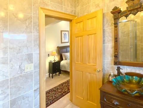 King Suite w/ Spa Shower & Kitchenette