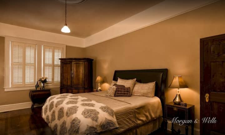 James Edward Room- Morgan & Wells Bnb