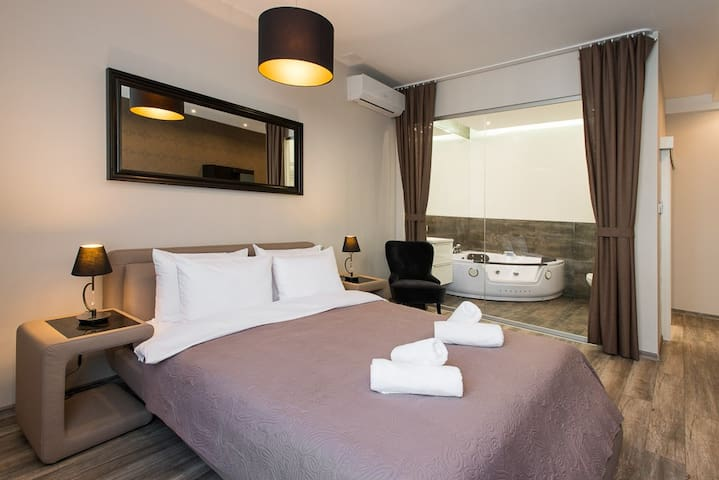 Private Jacuzzi Deluxe Apartment Old Town no2