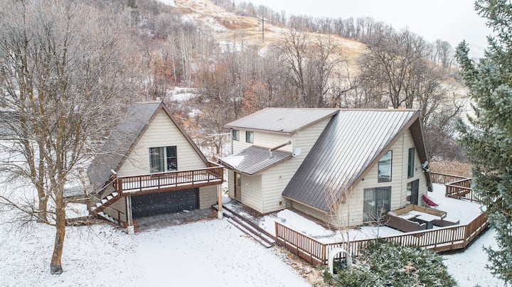 Skiers paradise and mountain getaway  In Eden, UT!