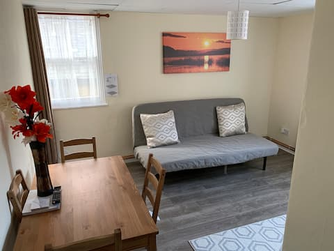 Apartament 1, Russell House