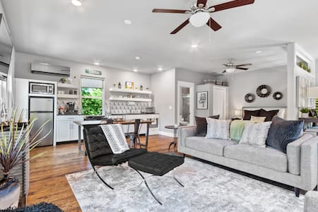 Studio A on Central-Steps From Bentonville Square!