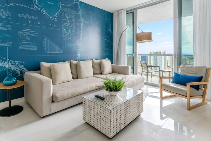 Relaxing living area with direct access to the balcony, where you will have one of the most amazing views from the building.