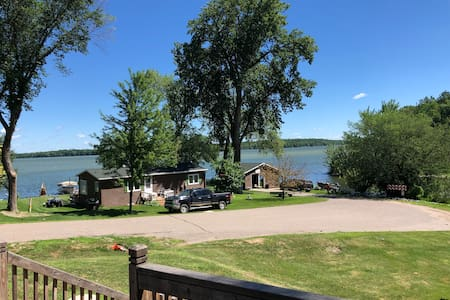 Peaceful Point - lake cabin w/expansive front deck